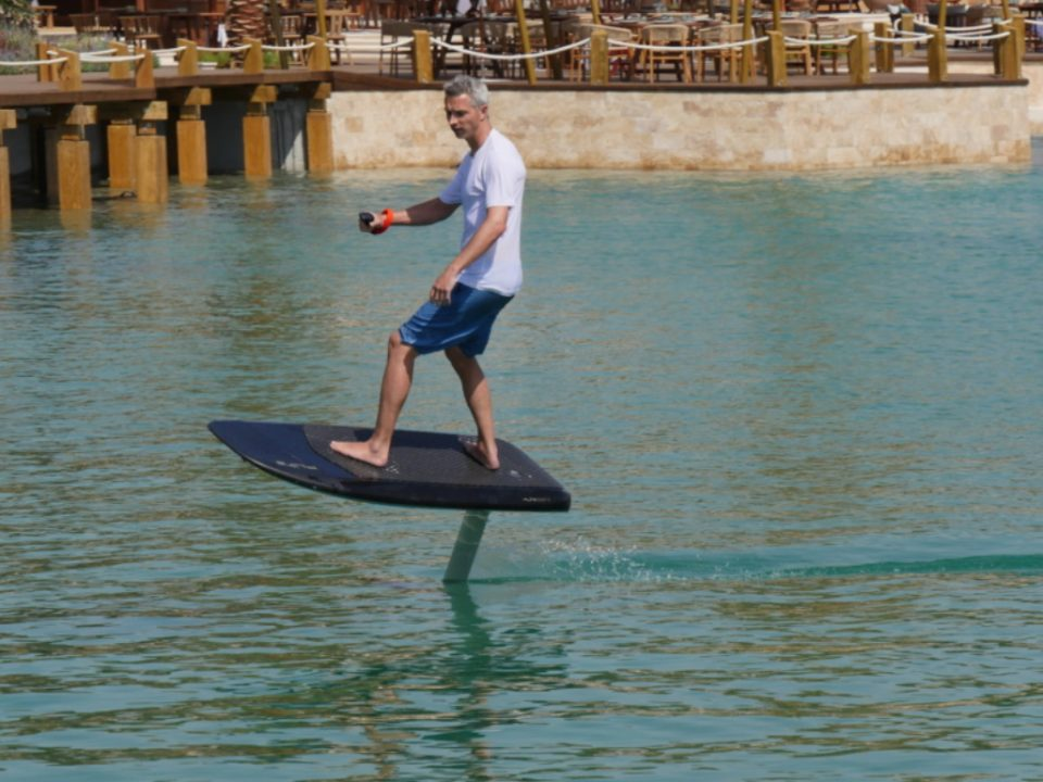 Electric Surfboard - Photo: www.e-surfer.com
